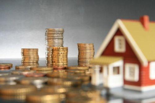 maison et piles d'argent_houses and piles of money