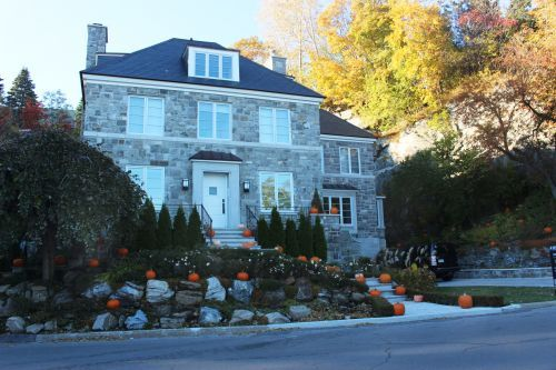 House in westmount
